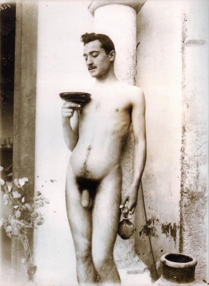 Gloeden,_Wilhelm_von_(1856-1931)_-_n._1280_-_da_-_Amore_e_arte,_p._64